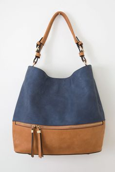 This carry-all hobo bag is perfect for everyday! By Simply Noelle