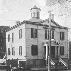Richmond Randolph Lodge No. 19 AF&AM, between 18th and 19th Streets on Franklin, was built in 1785 and was the first building erected in America for Masonic purposes. It has been in continuous use since 1785.