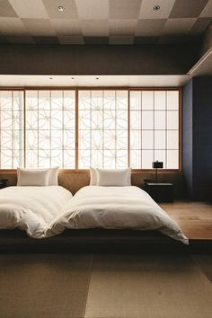 Scroll through our gallery of the most romantic hotel rooms in the world, featuring the most beautiful hotels from Kent to Cape Town Japanese Bedroom, Japanese House, Futons, Romantic Hotel Rooms, Hotel Sheets, Master Bedroom, Bedroom Decor, Hotel Room Design, Beautiful Hotels