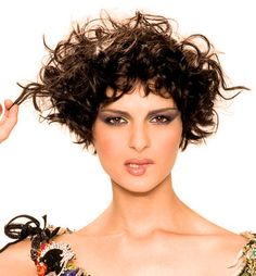 Coiffures avec boucles ! Belle incroyable coiffures avec boucles ! Qui aime à ? Connectez-vous avec votre compte Facebook et profitez immédiatement de rabais! 70% de rabais grandes marques chez Zalando Lounge