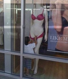 Little Boy Touches Woman Mannequin in Bikini ---- Best funny, pictures, humor, jokes, hilarious, quotes