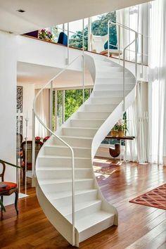 Escada sinuosa