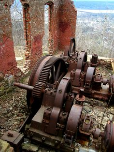 incline railway mechanism..... would love to climb, vault and jump on this!