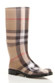 Burberry Rain Boots - Got the purse and scarf to go with them. Bootie Boots, Shoe Boots, Shoe Bag, Cute Shoes, Me Too Shoes, Burberry Rain Boots, Mode Style, Trends, Rubber Rain Boots