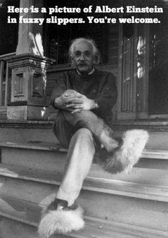 Albert Einstein en pantuflas =)