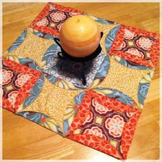 Tutorial fror making a Mock Cathedral Windows Table Topper ... from Accuquilt