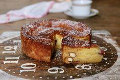 La torta morbidissima alle mele e mandorle è una torta molto morbida e melosa con una nota croccante data dalle mandorle