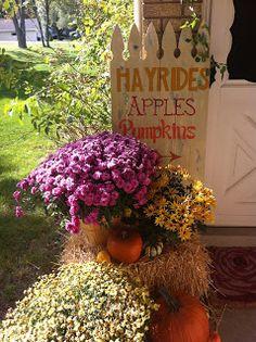 Autumn Fall Décor - Hayrides, Apples & Pumpkins DIY Sign at CraftyPinner.blogspot.com