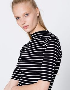 Striped ribbed funnel collar T-shirt - T-shirts - Clothing - Woman - PULL&BEAR Thailand