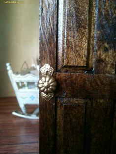Forum dollhouses and miniatures :: View topic - very simple knobs Dollhouse Miniature Tutorials, Miniature Crafts, Miniature Houses, Miniature Dolls, Dollhouse Miniatures, Miniature Furniture, Doll Furniture, Dollhouse Furniture, Dollhouse Door