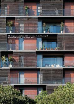 """Conjunto Arcadias, 2000. Carrer del Doctor Fleming, 25  Arquitectos: Jaume Bach, Gabriel Mora. Foto: Gabi Beneyto. Llibro """"Discordias Barcelonesas"""". www.edetresde.es/es/work-category/libros/"""