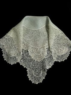 Rosemary Cathcart Antique Lace and Vintage Fashion: Antique Lace Handkerchief ~❤
