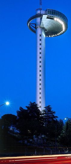 Faro de la Mancloa- A Magnificent lighthouse in Madrid, Spain #travelspain #Madrid #traveldestinations2015
