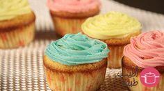 Simple vanilla cupcakes with vanilla buttercream frosting. Arabic recipe in there. Video soon :) كب كيك بالكريمة الملونة