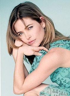 Amelia Heinle (Victoria Newman)