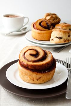 Elizabeth Shelton -- have you tried this recipe for vegan sticky buns? Thought of you since I know you are doing vegan now. Vegan Sweets, Vegan Desserts, Dessert Recipes, Vegan Foods, Vegan Dishes, Vegan Breakfast Recipes, Vegan Recipes, Bolo Vegan, Tasty