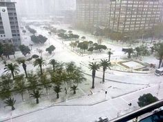 Snow in Cape Town, South Africa. - Interesting - Check out: Snow in Cape Town on Barnorama Most Beautiful Cities, Beautiful World, Strange Weather, Snow Pictures, Cape Town South Africa, Dream City, Live, The Incredibles, New Zealand