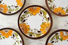 1841年にベルギーに創業した陶器メーカー、BOCH(ボッホ)は、ベルギー王室御用達で有名なRoyal BochやVilleroy Bochの前身となった歴史ある会社です。古風な趣もありつつ、現代にも染まるボッホの素敵なヴィンテージ品をご紹介します。