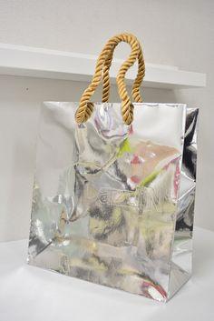 papaer bag Design Print Graphic Fashion 紙袋 デザイン 印刷 グラフィクデザイン ファッション Bag Packaging, Packaging Design, Shoping Bag, Paper Carrier Bags, Shopping Bag Design, Paper Bag Design, Delivery Bag, Creative Bag, Poly Bags