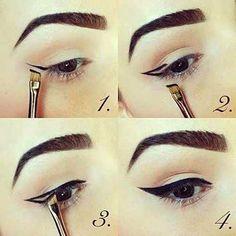 Tem dificuldade com a aplicação do delineador. Dá uma olhada nestas dicas.  #bomdia #delineador #maquiagem  #makeup #makeupartist #meninices #girl #meninas #batom #esmalte #instadaily #happy #fashion #beleza