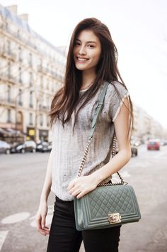 Model Sui He. I like her Chanel bag.