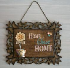 Placa MDF Decorativa Home Sweet Home.  Toda decorada com borboletas  Fundo pintura imitação madeira.  Aplique vasinho de gesso com decoupagem.  Topiaria feita com flores artesanais  Ideal para presentear ou para decorar a entrada da sua casa ou aquele cantinho especial.