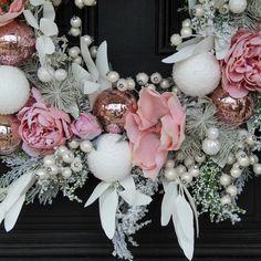 Pink Christmas Decorations, Christmas Card Crafts, Christmas Wreaths, Merry Christmas, Christmas Ideas, Outdoor Christmas, Winter Christmas, Wedding Decorations, Wedding Ideas