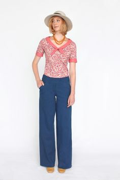 Classic wide-leg trousers perfectly fitted through the hips and falling gently to a moderately wide hem. This pattern will guide you through sewing slash pockets and a fly front. With a simple constru
