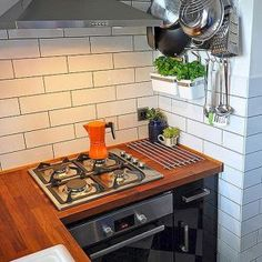 A tiny kitchen (in my opinion) is one with a small refrigerator, a sink and a stove, with little to no counter space. Kitchen Decor, Kitchen Inspirations, New Kitchen, Small Kitchen, Kitchen Design, London Kitchen, Kitchen Remodel, Tiny Kitchen, Tiny House Living