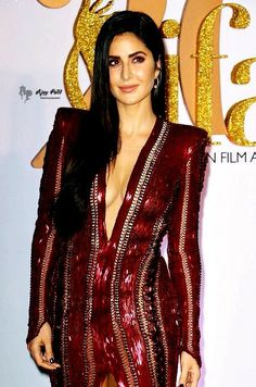 Katrina in red and red on Katrina and somehow this was everything. Bollywood Celebrities, Bollywood Actress, Hot Actresses, Indian Actresses, Katrina Kaif Photo, Bollywood Stars, India Beauty, Beautiful Dresses, Celebrity Style