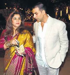 Dimple Kapadia Kissing Compilation by http://www.wikilove.com