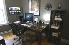 Home Office Ideas for Small Spaces. Minimal small home office size is not an obstacle for workers or entrepreneurs to do business. Currently, when you already have a mobile phone and . Office Setup, Desk Setup, Office Workspace, Office Ideas, Bureau Simple, Simple Desk, Mac Desk, Home Office, Small Office