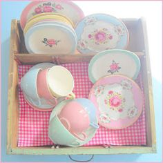 """All my collection of pastel colors crockery Petrus Regout and smash book adventure .: stacking on Friday"