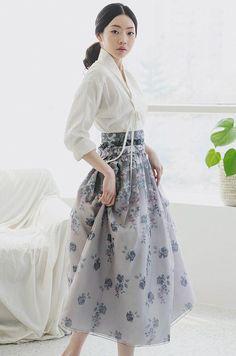 Really like these work korean fashion 1593 korean modern hanbok Korean Fashion Trends, Korean Street Fashion, Korea Fashion, Asian Fashion, Trendy Fashion, Girl Fashion, Fashion Dresses, Fashion Design, Fashion Ideas