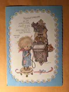 Illustration par Betsey Clark Hallmark lithographique instants précieux mignon carte postale des années 1970. Ferait un grand cadeau pour un amateur de papeterie Vintage ou Vintage cartes postales Betsey Clark  Mesure 7,5 x 5,25  Utilisé, en très bon état. la carte postale a quelques marques de l'âge. S'il vous plaît voir les photos.  Perforé sur la partie supérieure (doit avoir été prise dun comprimé ou une brochure) Fabriqué par Hallmark. Un must pour tout collectionneur de dessins…