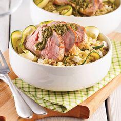 Couscous tiède au porc, pesto et feta - 5 ingredients 15 minutes Pesto, Pork, Beef, Meals, Recipes, Filets, Sauce, Discovery, Apps