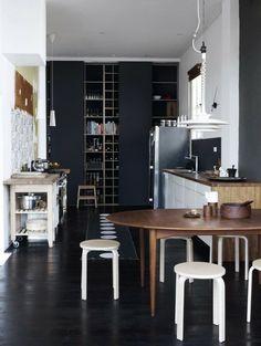Home Inspiration - Grande armoire noire avec portes coulissantes, magnifique !