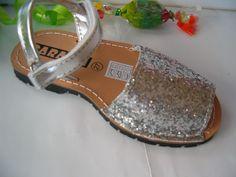 sandalia abarca piel plata