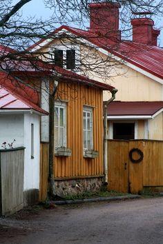 Ekenäs, Raseborg, Tammisaari you name it! Scandinavian Countries, Old Buildings, Helsinki, Old Houses, Country, Fossils, House Styles, Norway, Places