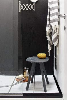 VIOOD NUDE GAMBE IN POLIURETANO- bathroom stool with soft polyurethane foam legs and rigid painted seat, especially designed for the use in the shower  #geelli #sgabello #stool #seat #doccia #viood #nude #shower