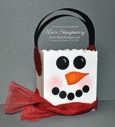 Frosty the Snowman Fancy Favor Box #2. This Christmas / winter punch art project features Stampin' Up!'s Fancy Favor Die.