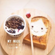 Little girl toast Cute Food, Good Food, Yummy Food, Bento Recipes, Cute Desserts, Tea Sandwiches, Tasty Bites, Dessert Drinks, Food Humor