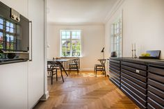 uno form-kök i en klassisk dansk patriciervilla | Exempel