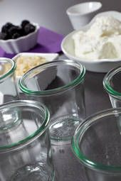 Kuchen im Glas& Weck Gl& und Sturzgl& Mit Rezepten und Infos! Mug Cakes, Poke Cake Recipes, Dessert Recipes, Trifle Desserts, Le Cacao, Evening Meals, Food Cakes, Eating Plans, Keto Dinner