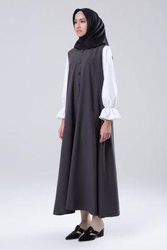 Dark Grey Hijab Style Dress, Hijab Chic, Moslem Fashion, Hijab Fashion Inspiration, Muslim Dress, Islamic Fashion, Islamic Clothing, Abaya Fashion, Mode Hijab