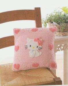Hello Kitty pillow ♥LKP♥ with diagram for Kitty. The middle square can be made of the stitch of your preference. Every other granny is Kitty's face on the granny. Simple work.