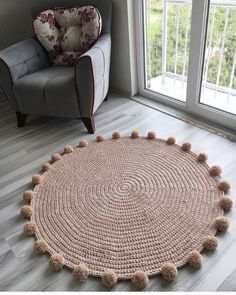 Round crochet carpet: 100 beautiful ideas and simple instructions (VIDEOS) Diy Crafts For Home Decor, Crochet Home Decor, Handmade Home Decor, Diy Crafts To Sell, Diy Room Decor, Crochet Diy, Diy Para A Casa, Rope Rug, Decoration Chic