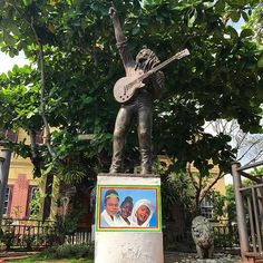 If you find yourself in Kingston, make sure to visit The Bob Marley Museum, former home to the reggae legend! Visit Jamaica, Jamaican Music, Bob Marley, Kingston, Reggae, Museum, Photo And Video, Christmas Ornaments, Holiday Decor