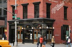Fachada de una de las hamburgueserias más antiguas de NYC