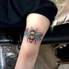 Cute bee tattoo ideas for you - Topstoryfeed Pin Up Tattoos, Body Art Tattoos, Hand Tattoos, Tatoos, Unique Tattoos, Beautiful Tattoos, Bee Tattoo Meaning, Bumble Bee Tattoo, Kawaii Tattoo